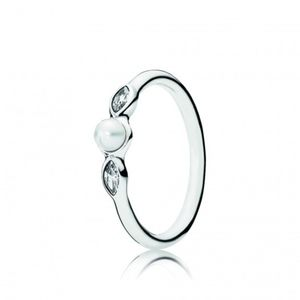 Pandora Petite Luminous Leaves ring, white pearl